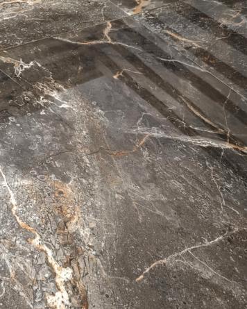 Artic Black 60x60 cm Glänzend